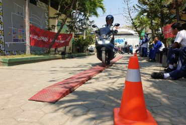 MPLS Siswa Baru materi Safety Riding