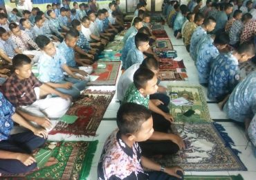 Kegiatan Shalat Berjamaah Siswa MPLS 2019 / 2020